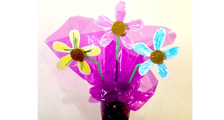Easy flower art project for toddlers and preschoolers! Flower bouquet for moms!