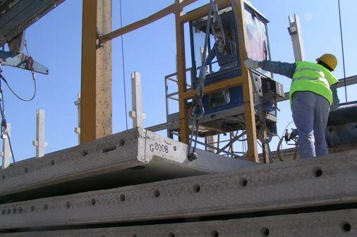 foto de carga de paneles de depósito