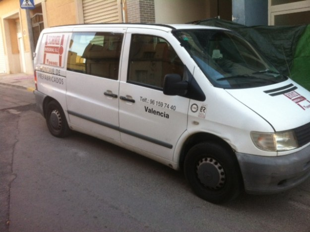 El transporte del equipo de montaje de prefabricado