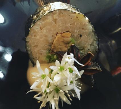 avocado & tempeh nori roll with teriyaki mayo