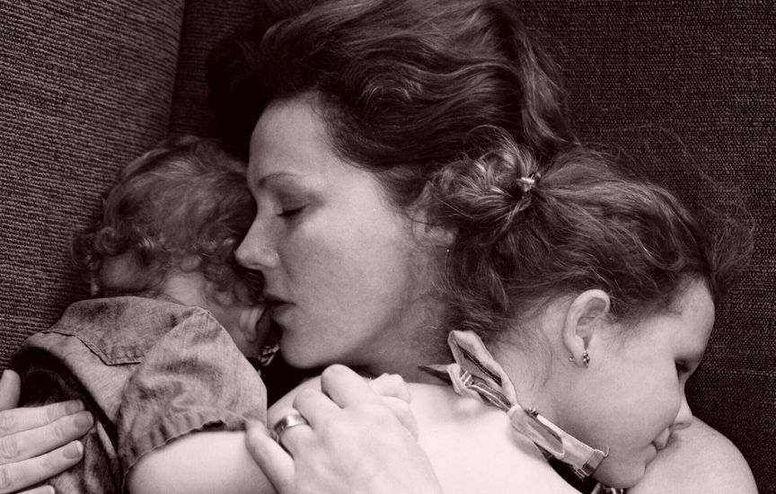 madre con hijos