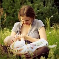¿Cómo puedo saber si mi leche alimenta suficientemente a mi bebé?
