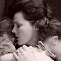 Tengo un pasado difícil de abuso por parte de un familiar, no quiero dejar a mis hijos con nadie ¿Qué puedo hacer para ir a trabajar?