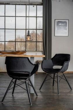 KAWOLA Essgruppe 5-Teilig mit Esstisch Baumkante nussbaumfarben Fuß silber 160x85cm und 4x Stuhl ZAJA Velvet schwarz