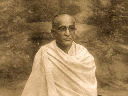 Srila-Bhakti-Siddhanta-Saraswati-Thakur-seated-with-text