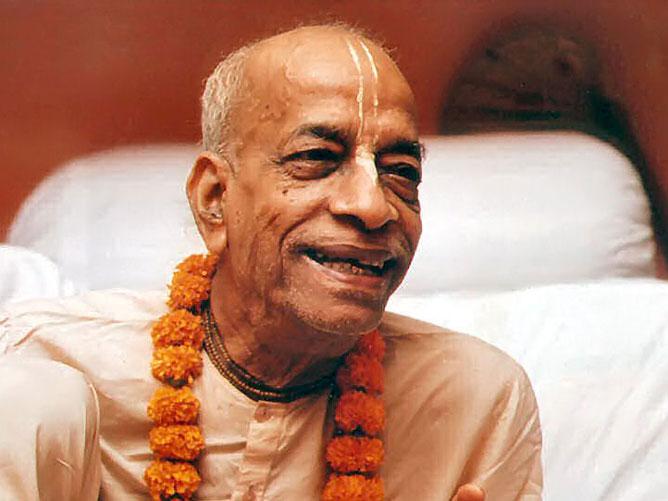 Srila-Swami-Maharaj-Leaning-Forward