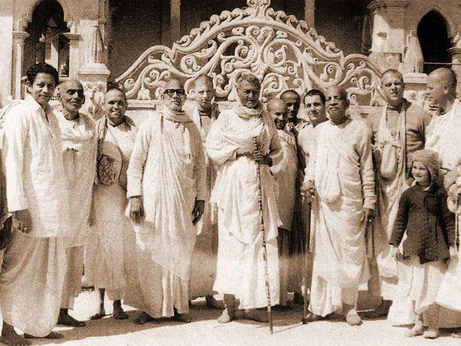 Srila-Swami-Maharaj-Visits-SCSMath
