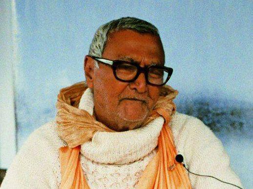 Srila-Sridhar-Maharaj-White-Sweater