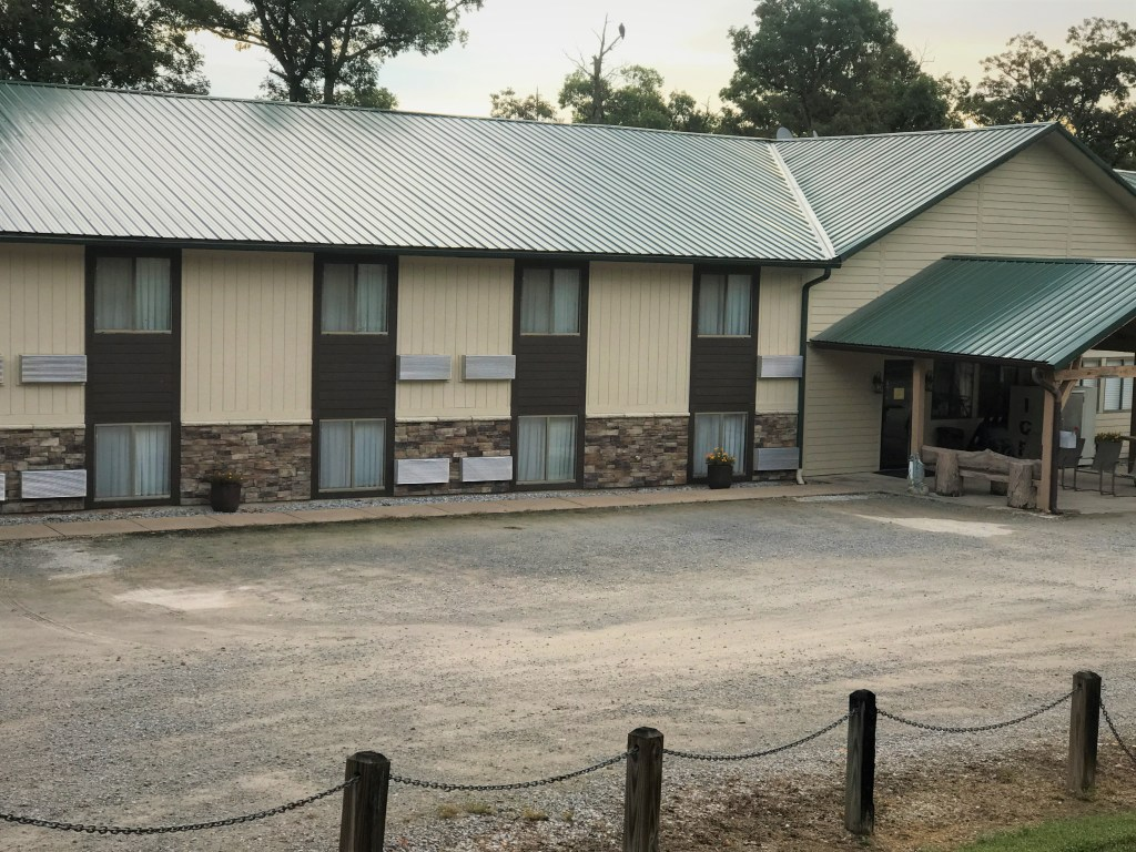 Bucksaw Marina Lodge