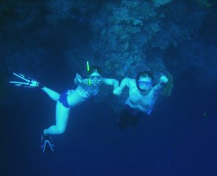 Scuba diving on your honeymoon