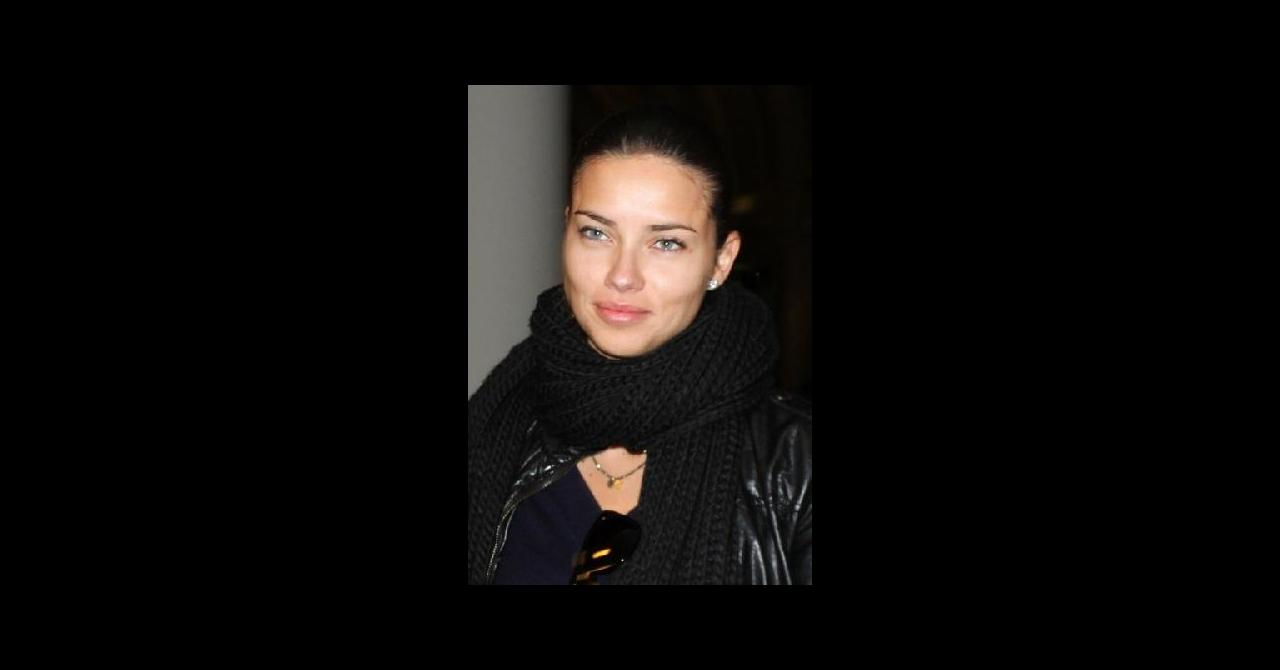 PHOTOS - Adriana Lima, superbe sans un gramme de maquillage