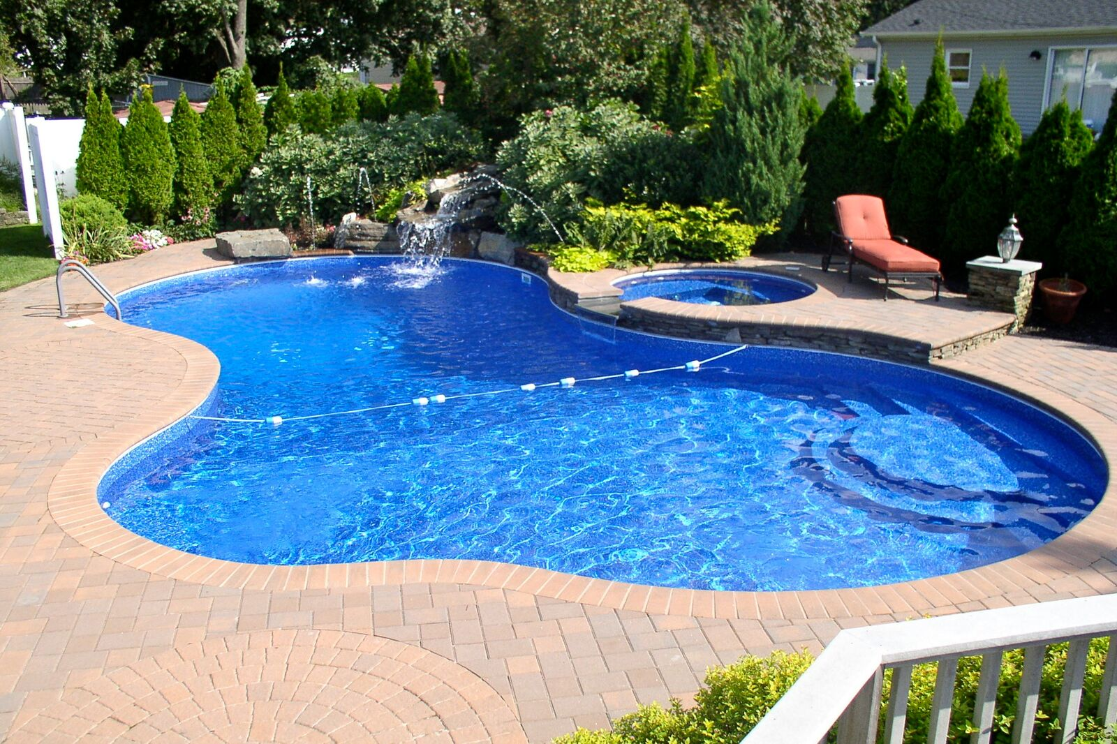 Long Island Pool Liners Keep Your Pool Clean While on