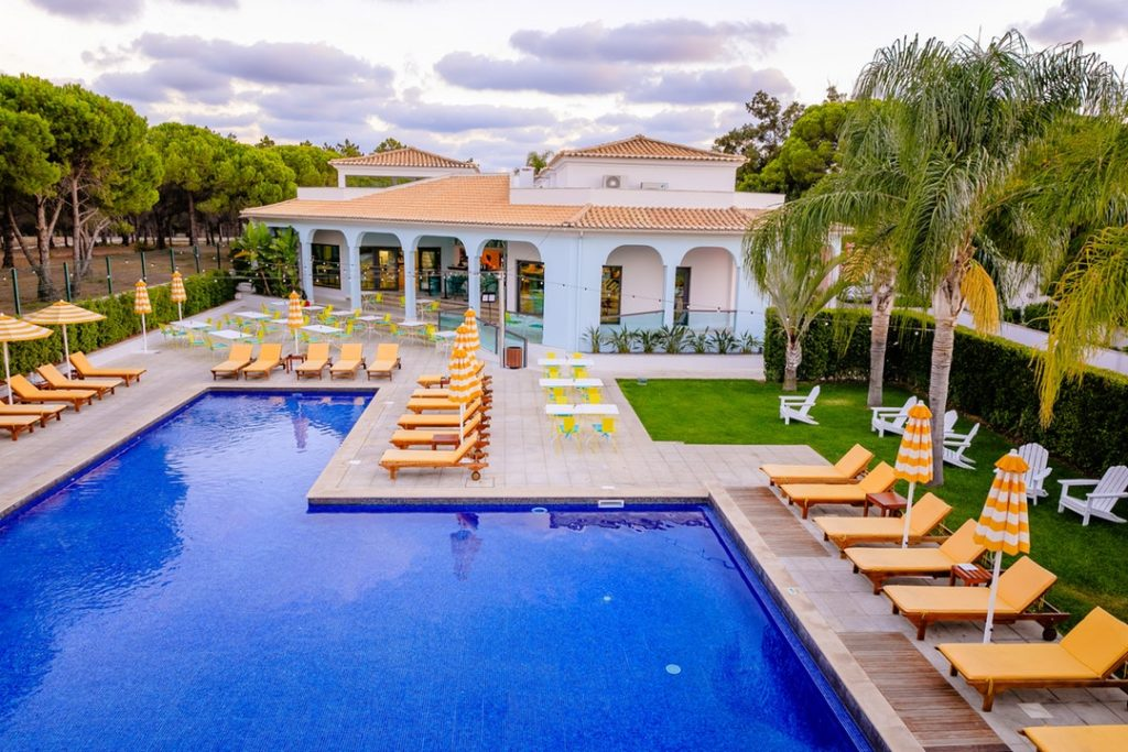 How To Pick The Best Inground Pool Designs For Your Backyard