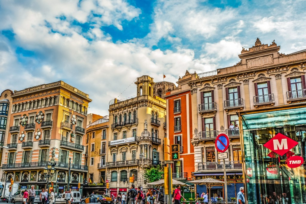 barcelona street of colors 1024x684 - TEFL Guide to the Arrival and Orientation in Spain ✈️