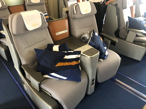 Lufthansa A340 Business Class (Photo by Head for Points)