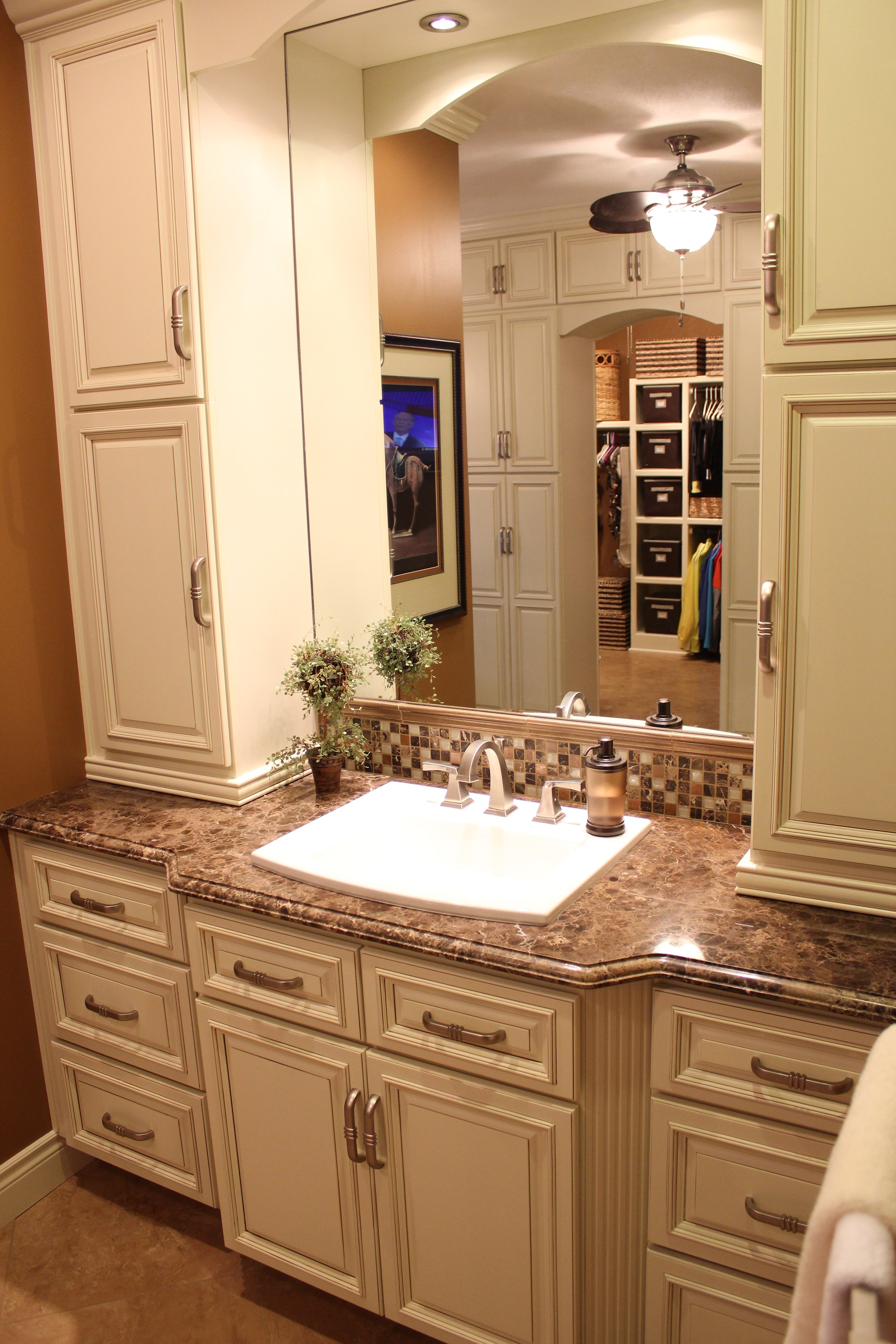 Makeup Vanities For Bedrooms With Lights