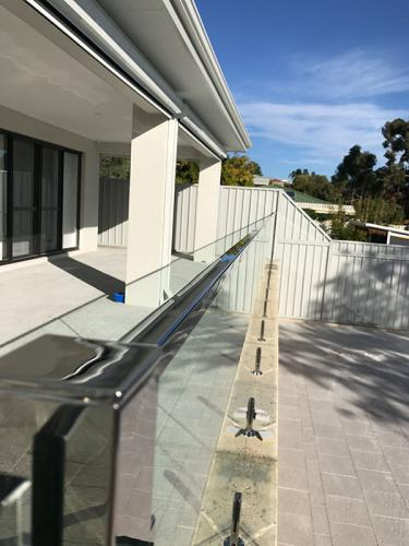 frameless-glass-pool-fencing-perth-wa17