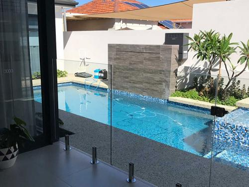 frameless-glass-pool-fencing-perth-wa1b