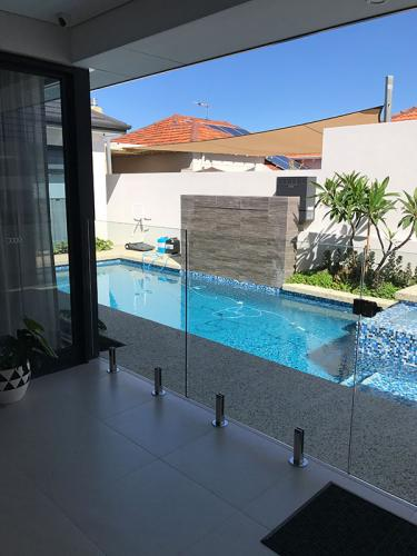 frameless-glass-pool-fencing-perth-wa3