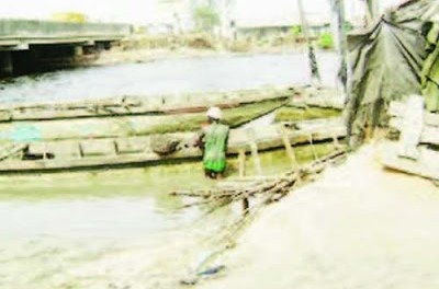 Shocking!!! Man drinks poison, jumps into Lagos river