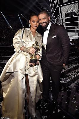 Rihana and Drake break up