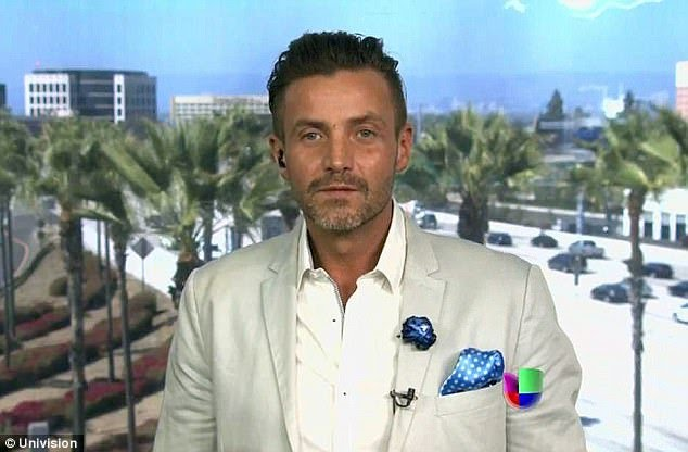 Photo/Video: Mexican actor slaps reporter on the face on Hollywood red carpet