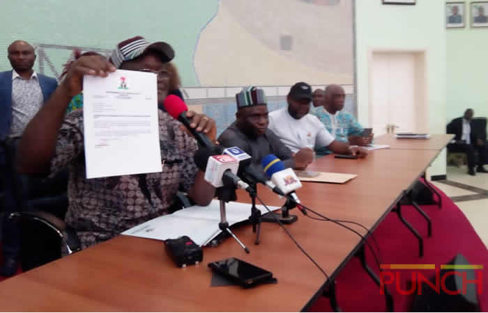 Ortom defects to PDP