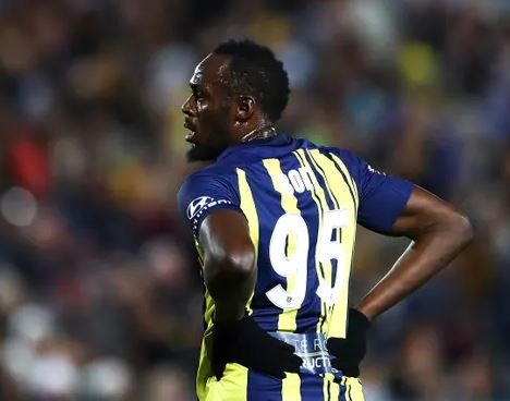 Usain Bolt makes professional debut as a footballer