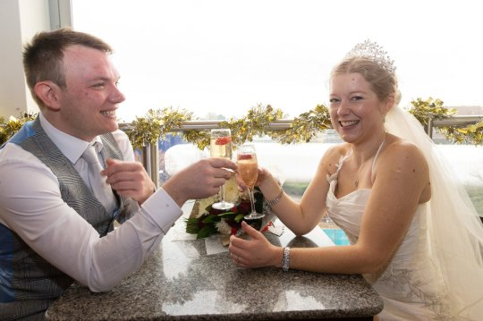 Couple weds on 1st date, 10 days after meeting online