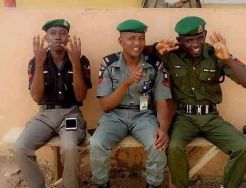 Police boss orders investigation into photo of officers doing President Buhari's 4+4 sign