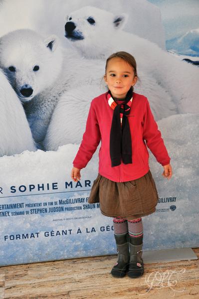 Titechérie devant l'affiche du film