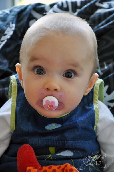 Titechérie avec sa tétine - 7 mois