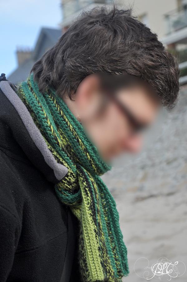 Prendre le temps - Ticoeur avec une écharpe en crochet
