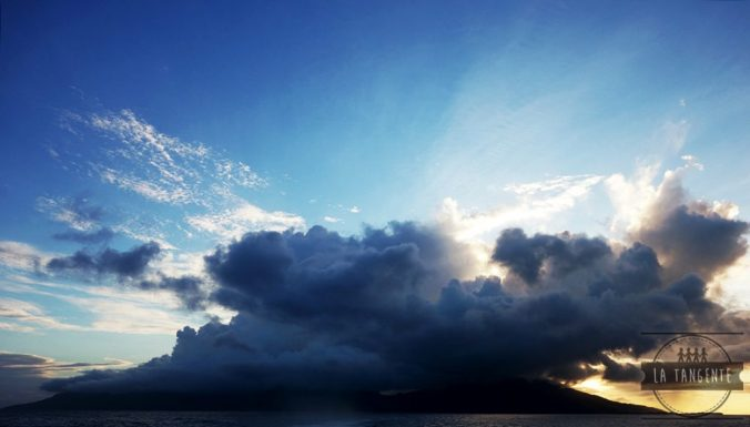 Moorea attrape les nuages