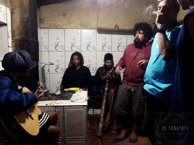 Les soirs, on chante, et on f... fait de la musique !