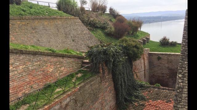 Petrovaradinska tvrđava stara građevina