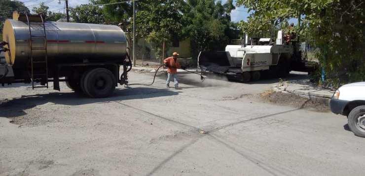 Pavimentan la calle naranjo con Simón Bolívar en Xicoténcatl