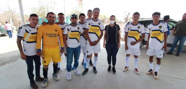 Noemy González visita a deportistas.