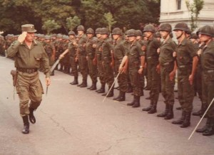 Bussi revistando tropas Operativo Independencia