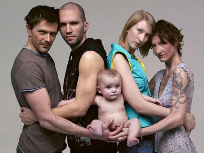 """Estudio científico confirma daño que padecen niños adoptados por """"familias"""" homosexuales"""