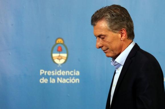 Argentina está muriendo sepultada bajo el peso del populismo. Por Roberto Cachanosky