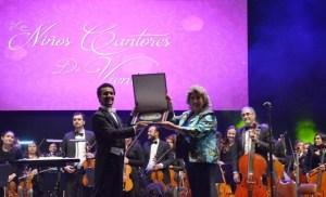 Alcaldesa Virginia Reginato, niños cantores de Viena 1