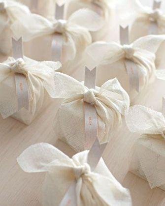 gift wrap wedding favors