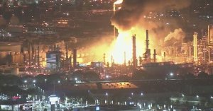 California: Explosion Rocks Largest Oil Refinery Plant On West Coast – massive fire
