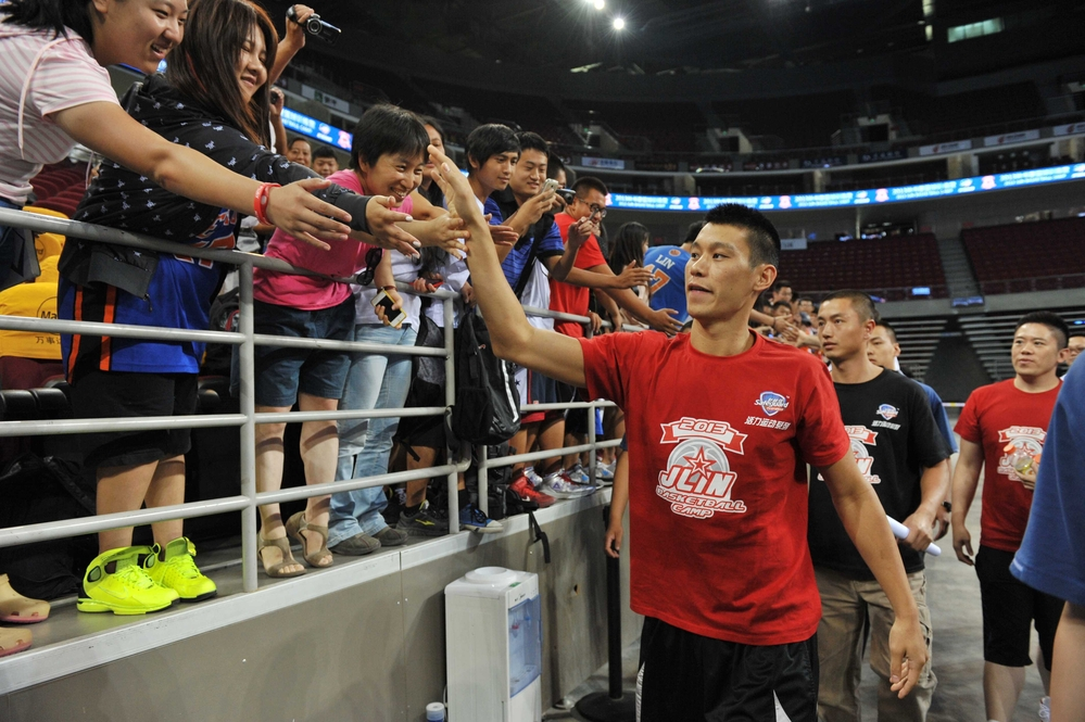 Jeremy Lin heats up Basketball Camp in Beijing