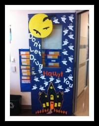 haunted-house-door-decorations