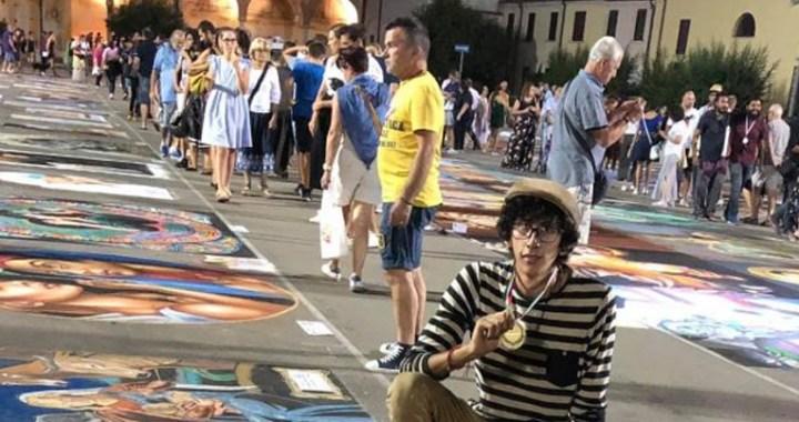 Joven mexicano pinta a la Virgen María con gises y gana un concurso internacional