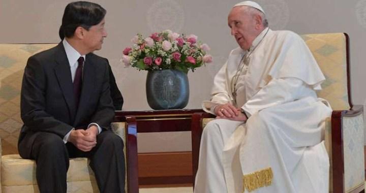 El Papa Francisco se reúne en privado con el emperador de Japón Naruhito