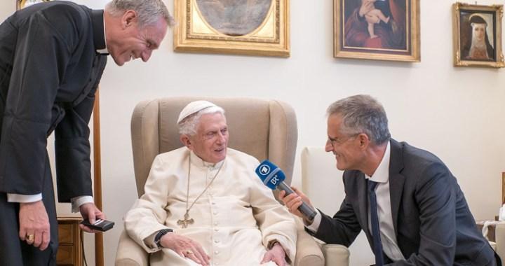 Benedicto XVI reaparece en una entrevista en la radiotelevisión bávara