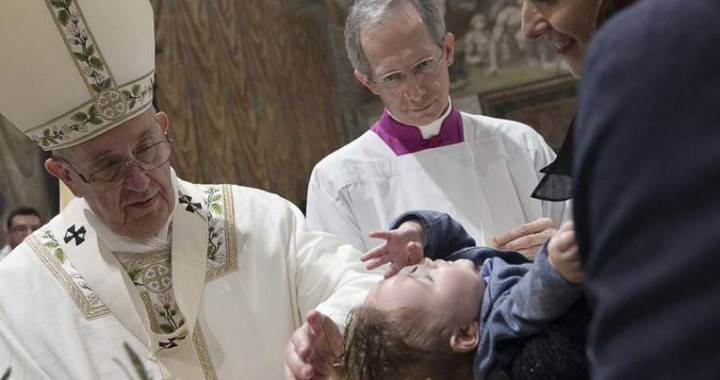 Papa Francisco invita a recordar la fecha de nuestro Bautismo y llevarla en el corazón
